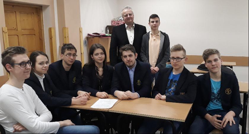 Edukacja, Drużyna Pijarskiego wśród finalistów Mistrzostw Polski Debat Oksfordzkich - zdjęcie, fotografia