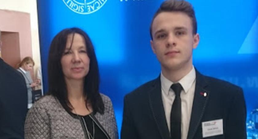 Edukacja, Uczeń Zduńskiej Dąbrowy awansował etapu okręgowego Olimpiady Przedsiębiorczości - zdjęcie, fotografia