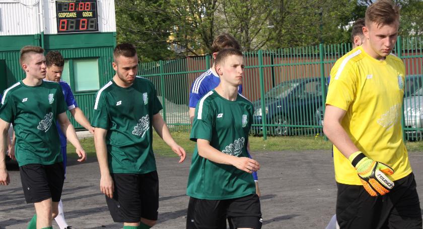 Piłka nożna, Warta Działoszyn mocna rezerw Pelikana - zdjęcie, fotografia
