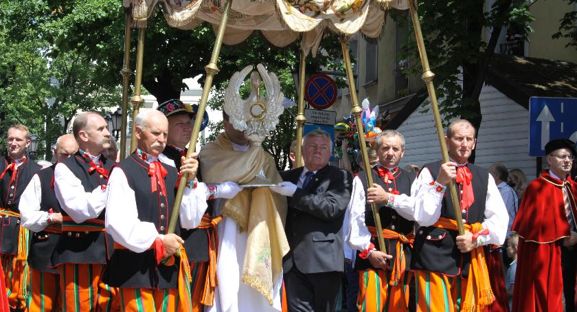 Kościół, Papieski dyplomata przyjedzie Boże Ciało Łowicza - zdjęcie, fotografia