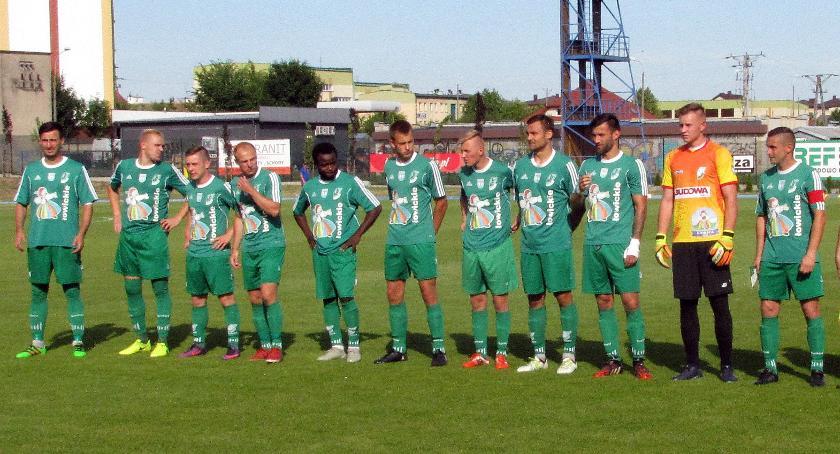 Piłka nożna, Porażka Pelikana delegacji tydzień ostatni sezonu - zdjęcie, fotografia