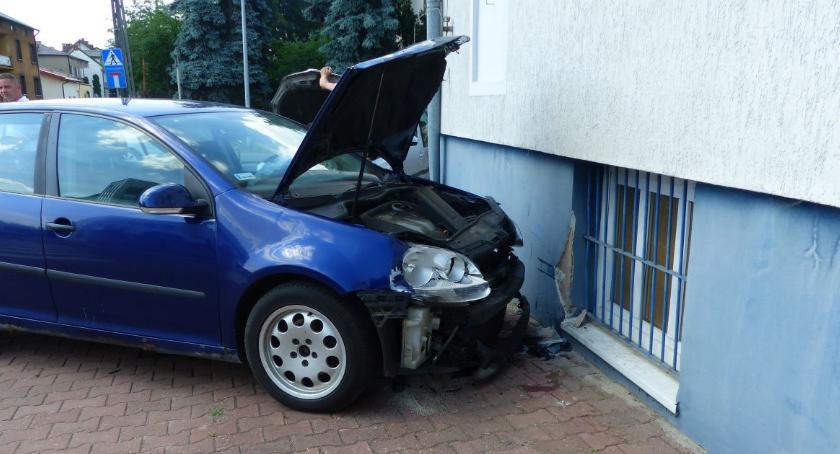 Wypadki i kolizje, Znowu niebezpiecznie komendzie - zdjęcie, fotografia