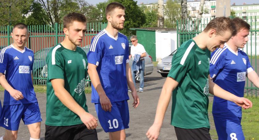 Piłka nożna, Skromne zwycięstwo rezerw Pelikana - zdjęcie, fotografia
