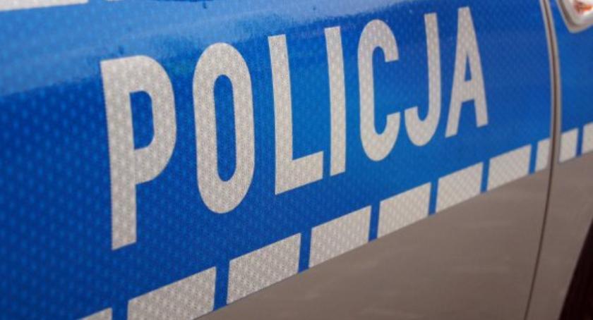 Kronika policyjna, Łowickie pijany latek pojechał autem wódkę Policjantka zabrała kluczyki - zdjęcie, fotografia