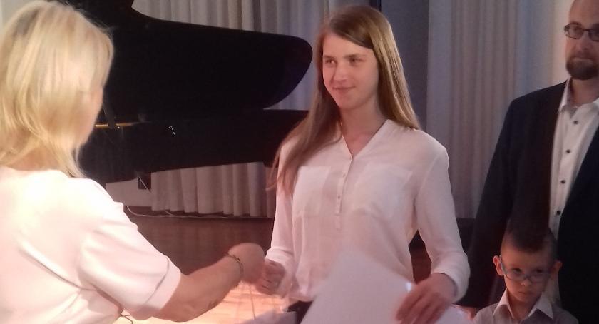 Konkursy, Stypendystka burmistrza Łowicza nagrodzona Siedlcach - zdjęcie, fotografia