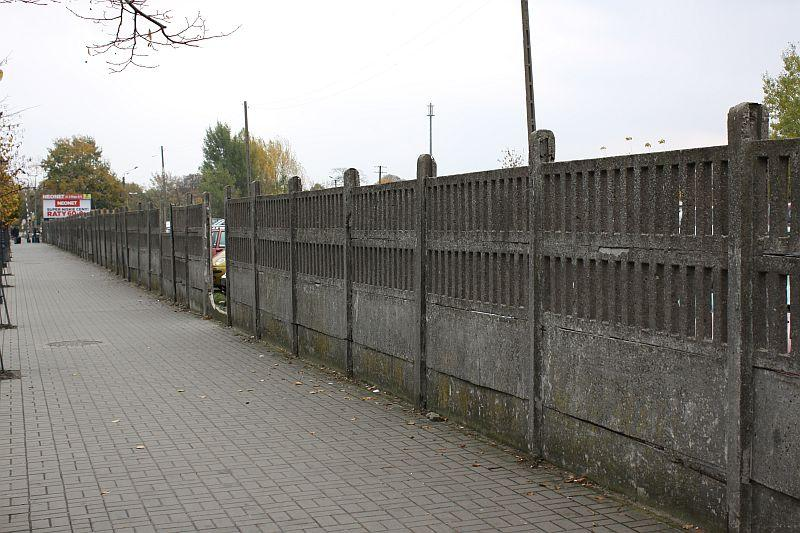 L24, zgoda rozbiórkę betonowego ogrodzenia - zdjęcie, fotografia