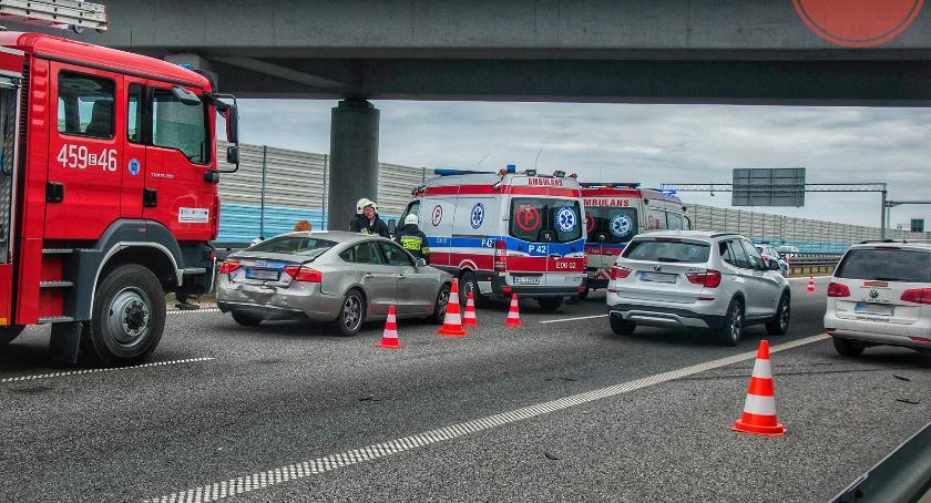 Wypadki i kolizje, Łowickie wypadek udziałem pojazdy zderzyły - zdjęcie, fotografia