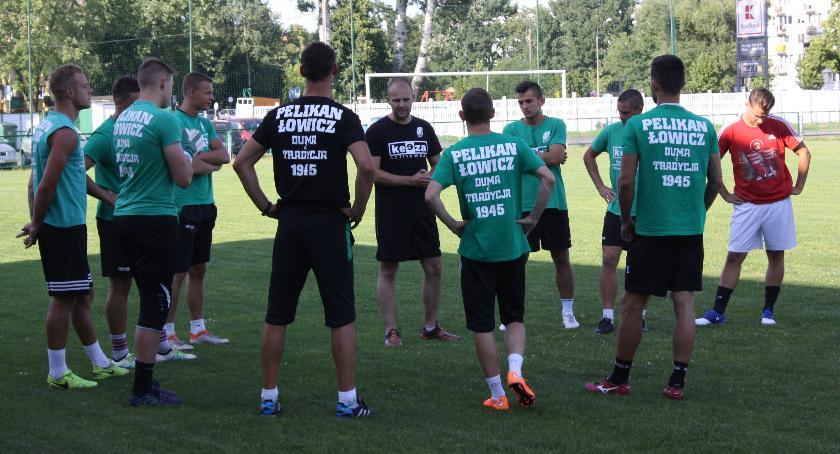 Piłka nożna, Wygrana Pelikana pierwszym sparingu ośmiu testowanych zawodników - zdjęcie, fotografia