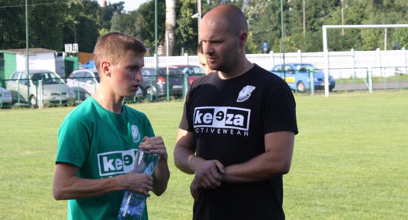 Piłka nożna, Łukasz Chmielewski wiele osób było zdziwionych przyjściem Pelikana - zdjęcie, fotografia