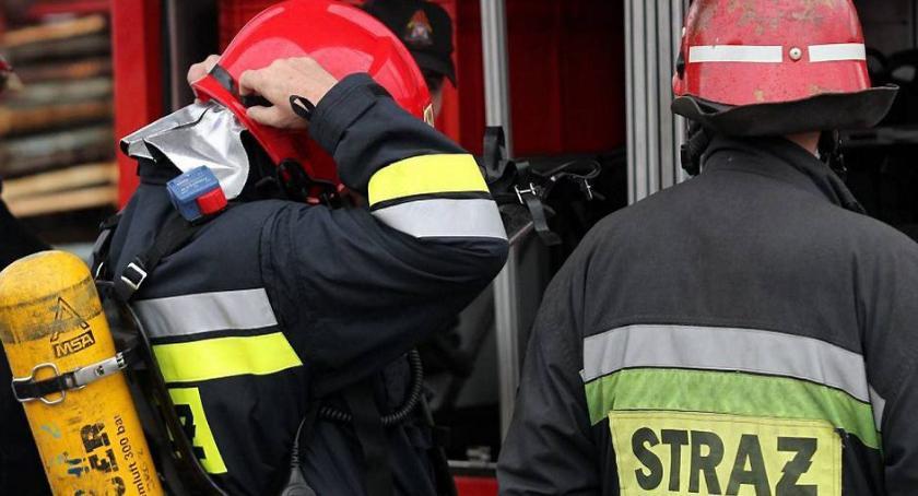 Interwencje straży pożarnej, Nocny pożar scani drodze wojewódzkiej - zdjęcie, fotografia