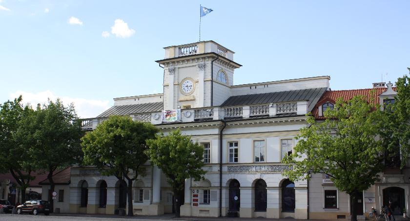 Urząd Miejski, Zasłużony miasta Łowicza pierwsze wnioski przyznanie tytułu - zdjęcie, fotografia