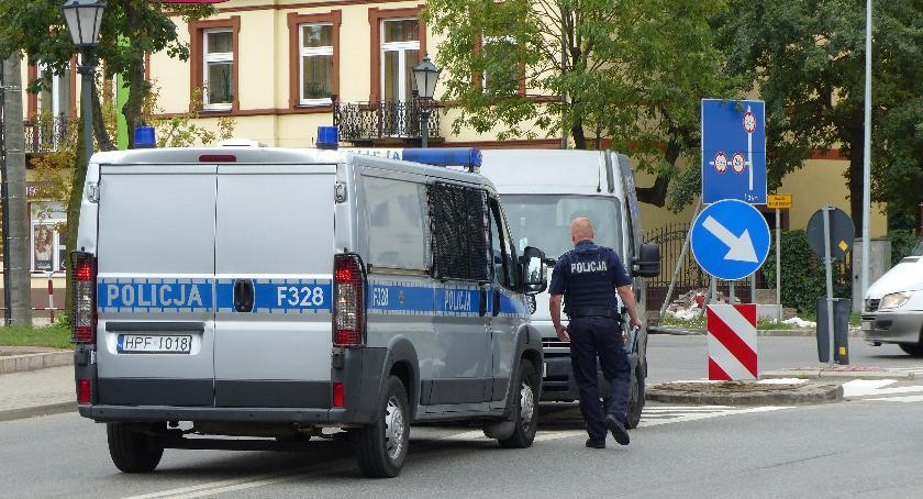Wypadki i kolizje, Mieszkaniec Łowicza potrącony przejściu pieszych - zdjęcie, fotografia