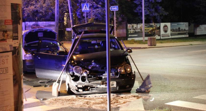 Wypadki i kolizje, pojazdy zderzyły komendzie łowickiej policji - zdjęcie, fotografia