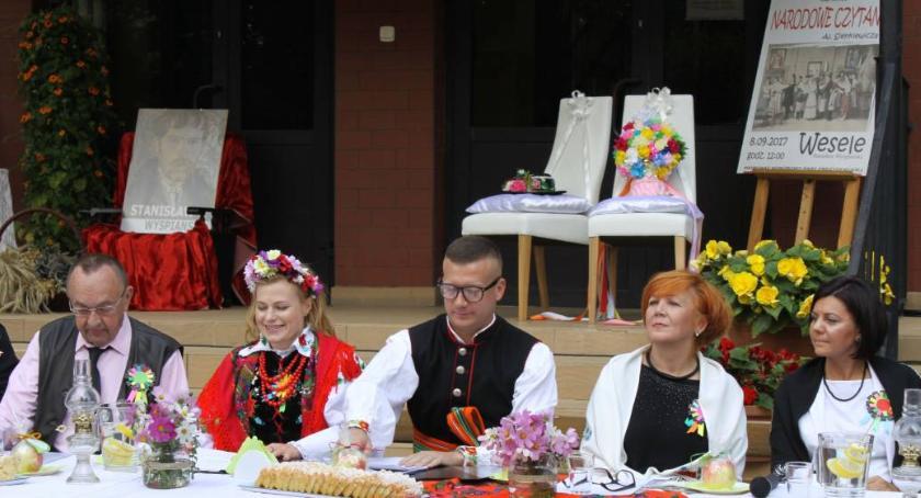 Edukacja, zaprasza przedstawienie Narodowego Czytania - zdjęcie, fotografia
