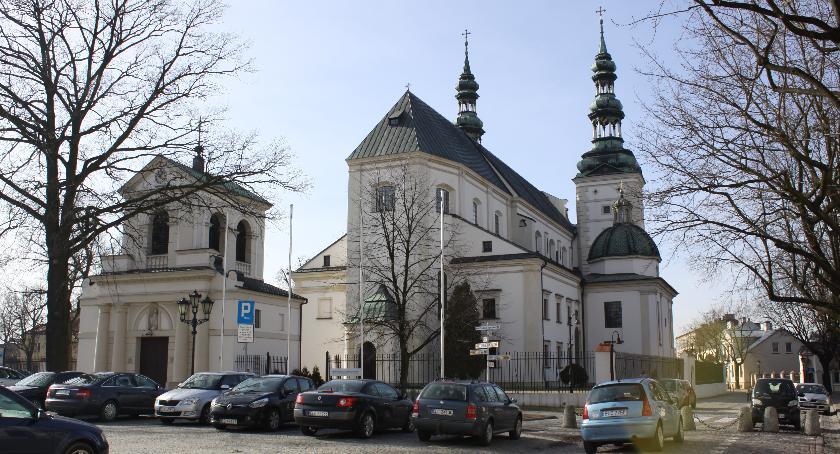 Kościół, Nuncjusz apostolski odsłoni Łowiczu pamiątkową tablicę - zdjęcie, fotografia