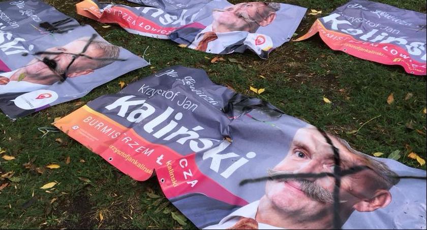 Wybory 2018, Łowicz Zniszczone banery Walka przedwyborcza wandalizmu - zdjęcie, fotografia