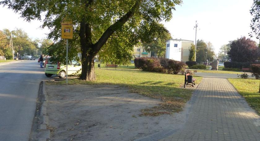 Zarządy osiedli, Kierowcy powoli zamieniają skwer Solidarności parking - zdjęcie, fotografia