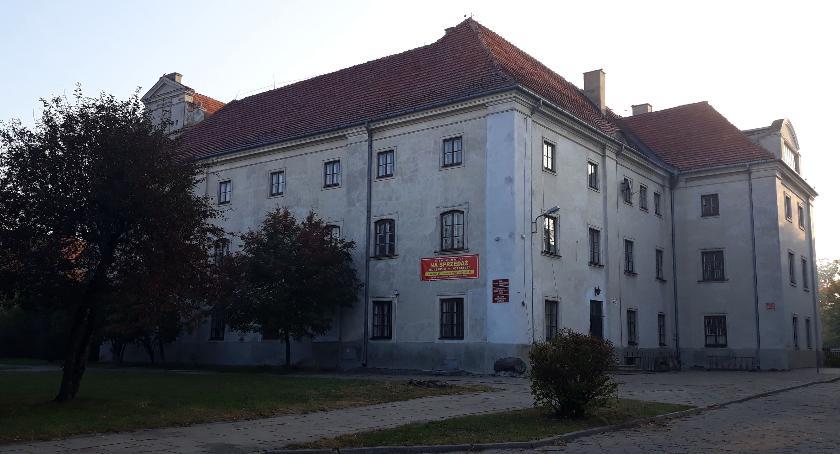 Inwestycje, Łowicz sprzedano budynek dawnego kolegium nauczycielskiego - zdjęcie, fotografia