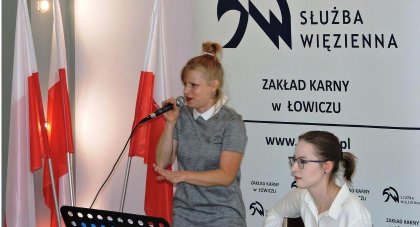Zza krat, Patriotyczny koncert osadzonych Łowiczu - zdjęcie, fotografia