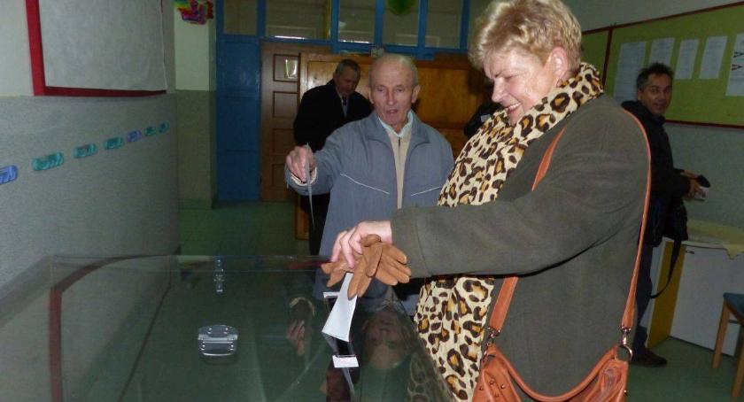 Wybory 2018, Frekwencja mniejsza turze - zdjęcie, fotografia
