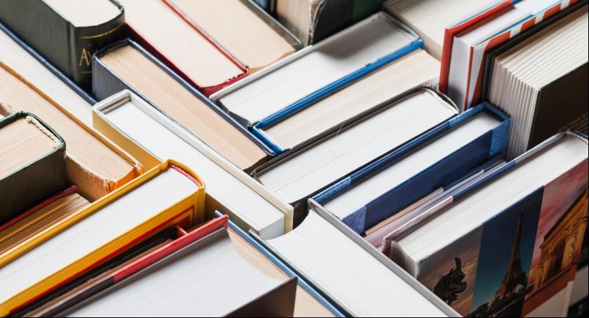 Wasze sprawy, Zbiórka książek pacjentów łowickiego szpitala - zdjęcie, fotografia