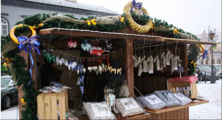 Urząd Miejski, Zbliża Łowicki Kiermasz Bożonarodzeniowy - zdjęcie, fotografia