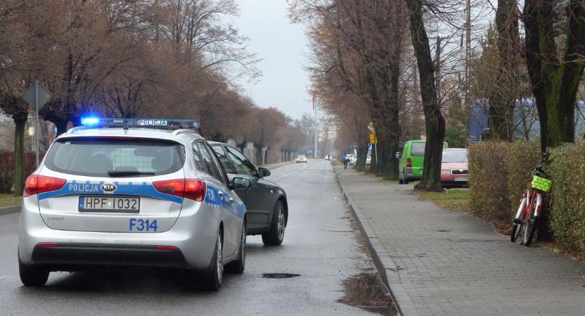 Wypadki i kolizje, Potrącenie pieszego Łyszkowicach rowerzystki Łowiczu - zdjęcie, fotografia