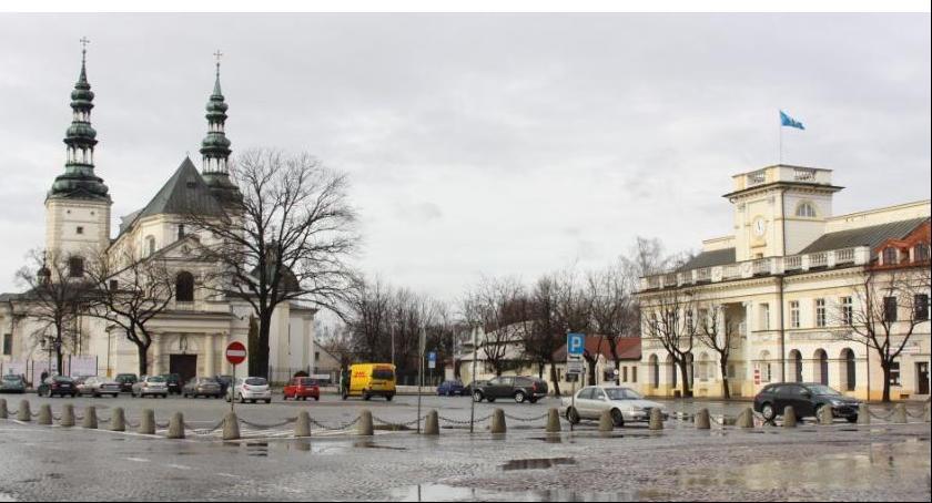 Gospodarka, Sprzątanie Łowicza droższe zakładano Potrzebne dodatkowe - zdjęcie, fotografia