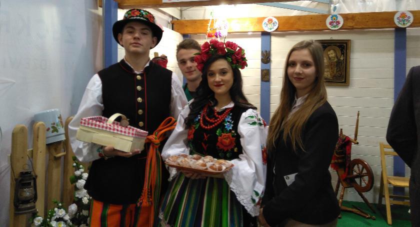 Edukacja, Uczniowie Zduńskiej Dąbrowy Narodowej Wystawie Rolniczej Poznaniu - zdjęcie, fotografia