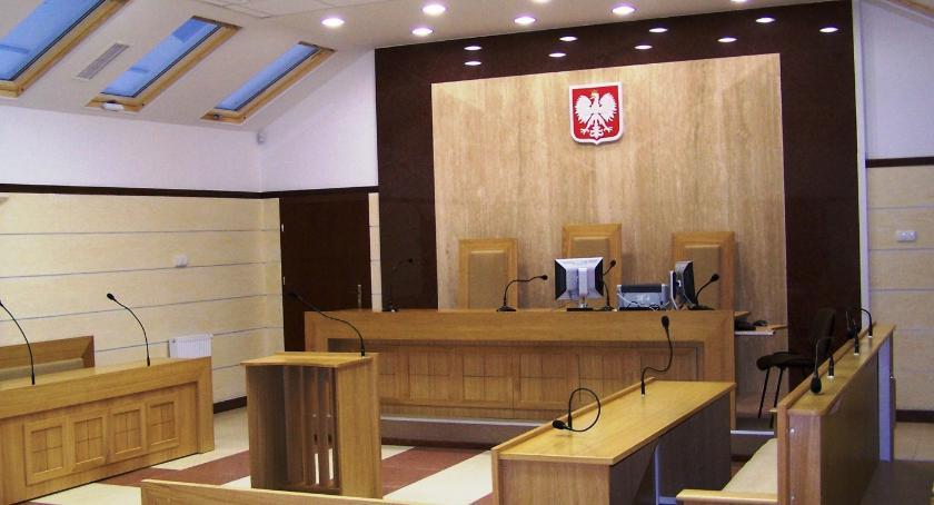 Z sali rozpraw, Masowe zwolnienia lekarskie sądach Łowiczu pracy przyszło około osób - zdjęcie, fotografia