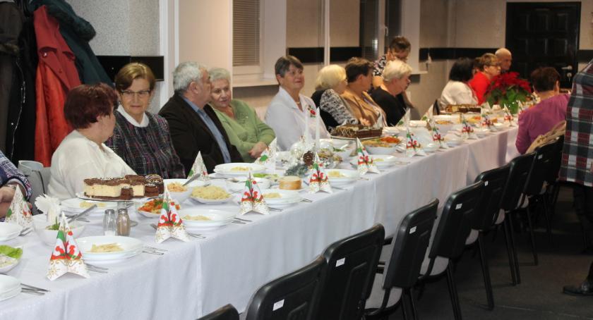 Zarządy osiedli, Mieszkańcy Zatorze spotkali wigilijnym stole - zdjęcie, fotografia