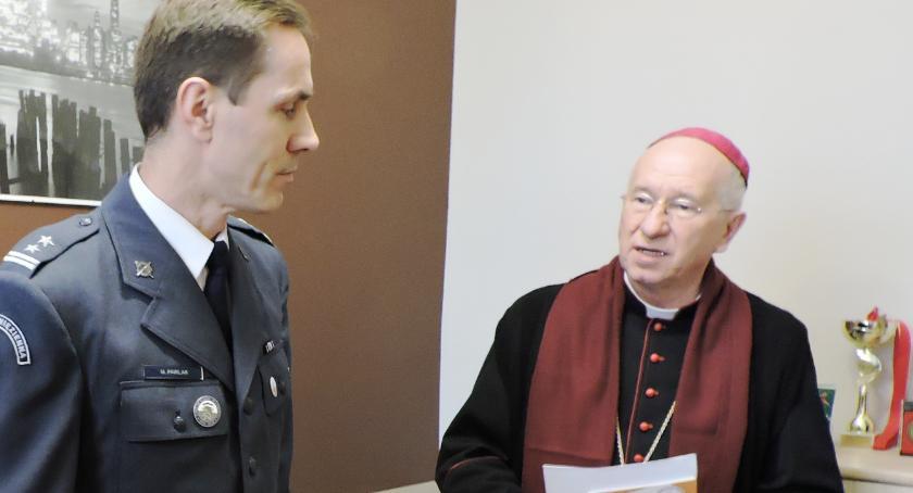 Zza krat, Biskup Dziuba odwiedził więźniów Łowiczu - zdjęcie, fotografia