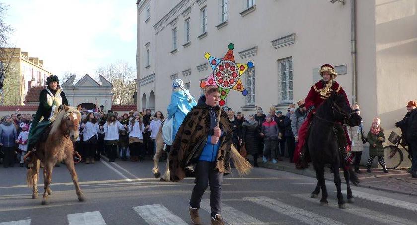 Kościół, Orszak Trzech Króli przejdzie ulicami Łowicza - zdjęcie, fotografia