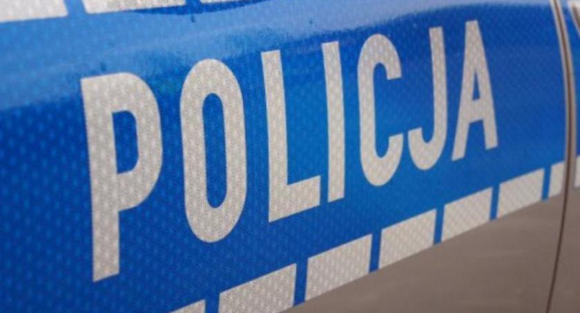 Wypadki i kolizje, Policjanci interweniowali dwóch zdarzeniach drogowych - zdjęcie, fotografia
