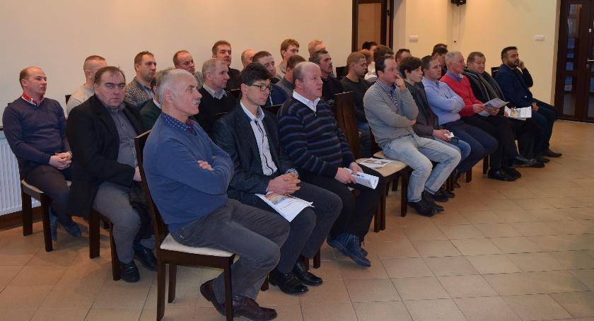 Starostwo Powiatowe, Protestujący rolnicy spotkali władzami powiatu łowickiego parlamentarzystami - zdjęcie, fotografia