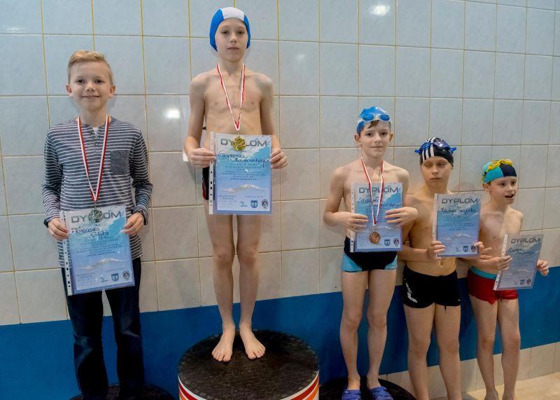 Pływanie, ucziowie szkół podstawowych rywalizowali pływalni - zdjęcie, fotografia
