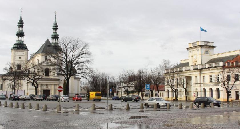 Urząd Miejski, Łowicki ratusz zakupi czujniki jakości powietrza Gdzie zostaną ustawione - zdjęcie, fotografia