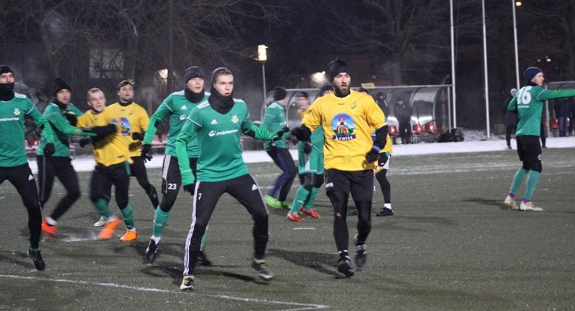 Piłka nożna, Porażka Pelikana pierwszym sparingu - zdjęcie, fotografia