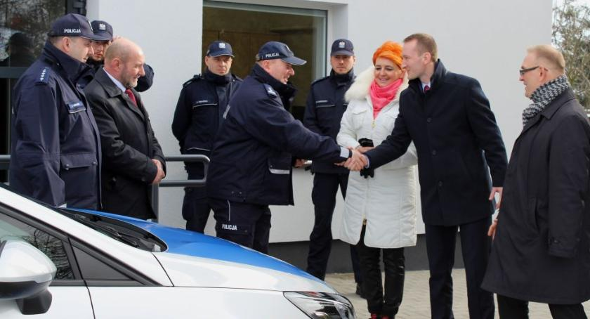 Komunikaty policji , Policjanci posterunku Nieborowie otrzymali radiowóz - zdjęcie, fotografia