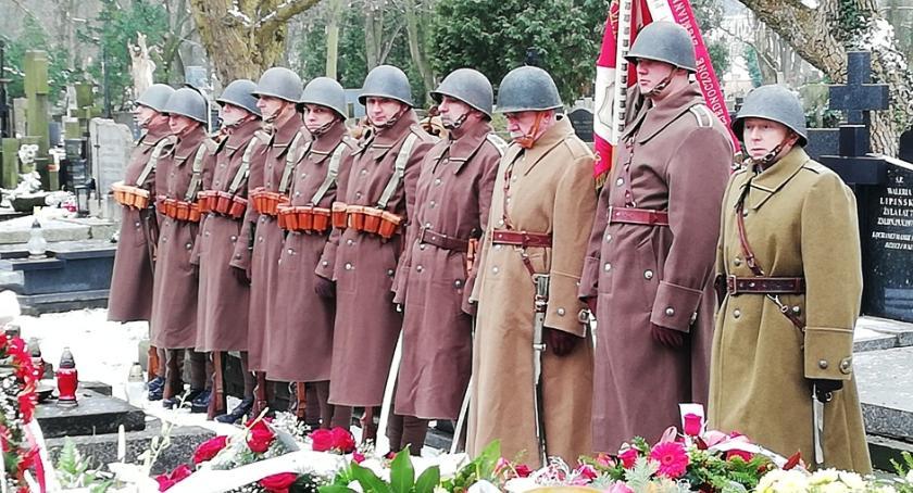 """Stowarzyszenia, """"Dziesiątacy"""" pożegnali Wandę Broszkowską Piklikiewicz - zdjęcie, fotografia"""