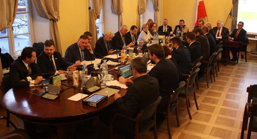 Urząd Miejski, Łowicz tegoroczny deficyt budżetu miasta sięgnie Radni podejmą decyzję - zdjęcie, fotografia