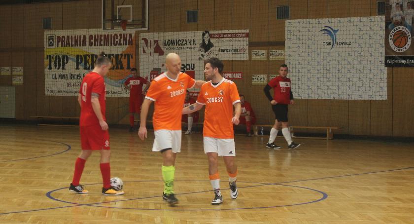 Piłka nożna, awansował spadł Wyniki Łowickiej Futsalu weekendu lutego - zdjęcie, fotografia