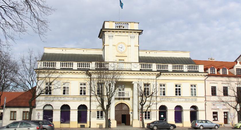 Urząd Miejski, Burmistrz ogłosił konkurs członka zarządu Łowiczu - zdjęcie, fotografia