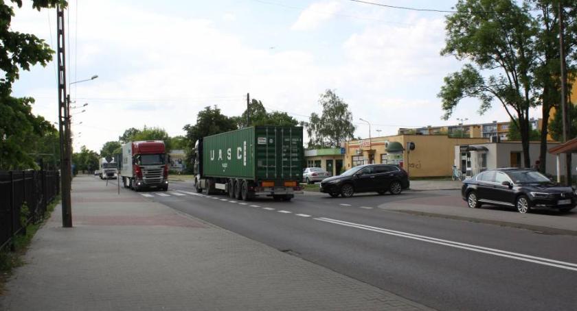Wasze sprawy, Łowicz mieszkańcy Zatorza mają dość tirów dzielnicy Organizują zebranie - zdjęcie, fotografia