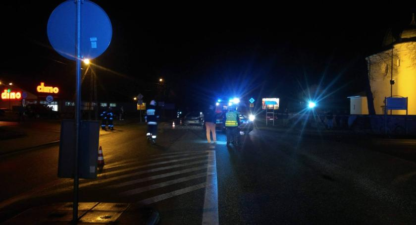 Wypadki i kolizje, Wypadek Domaniewicach Ranny letni pieszy - zdjęcie, fotografia