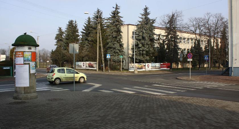 Urząd Miejski, skrzyżowaniu komendzie policji Łowiczu bezpieczniej - zdjęcie, fotografia