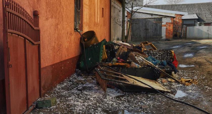 Interwencje straży pożarnej, pożary Łowickiem Jedna osoba poszkodowana starty szacowane - zdjęcie, fotografia