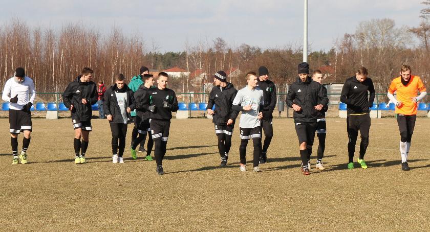 Piłka nożna, Kolejny sparingowy remis Pelikana startu zostały tygodnie - zdjęcie, fotografia