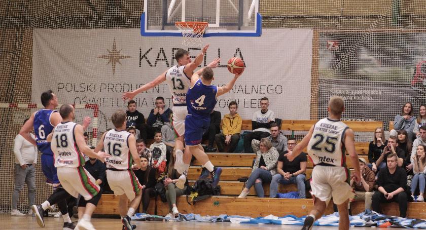 Koszykówka, Wielkie emocje meczu Księżaka Synteksu Łowiczanie znowu lepsi Górnika (ZDJĘCIA) - zdjęcie, fotografia
