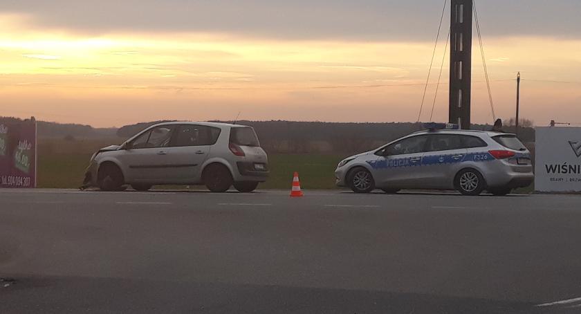 Wypadki i kolizje, Zdarzenie drogowe Łowiczu Jedna osoba trafiła szpitala - zdjęcie, fotografia